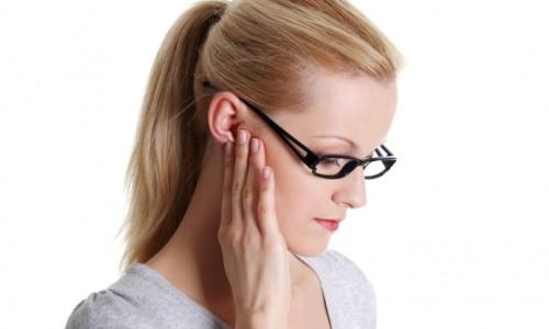 боль в горле отдает боль в ухо