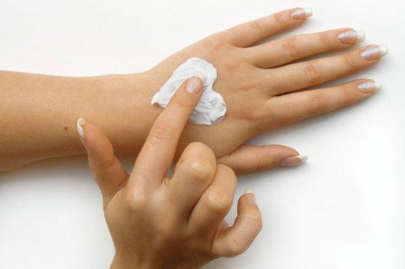 О чем рассказывают ваши руки? Почему появляются трещины на пальцах